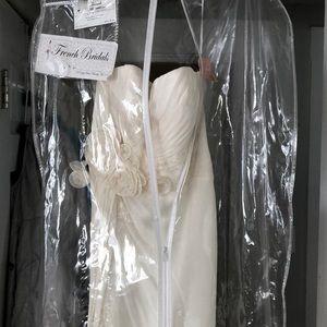 Dresses & Skirts - Strapless Chiffon Sweetheart Wedding Dress